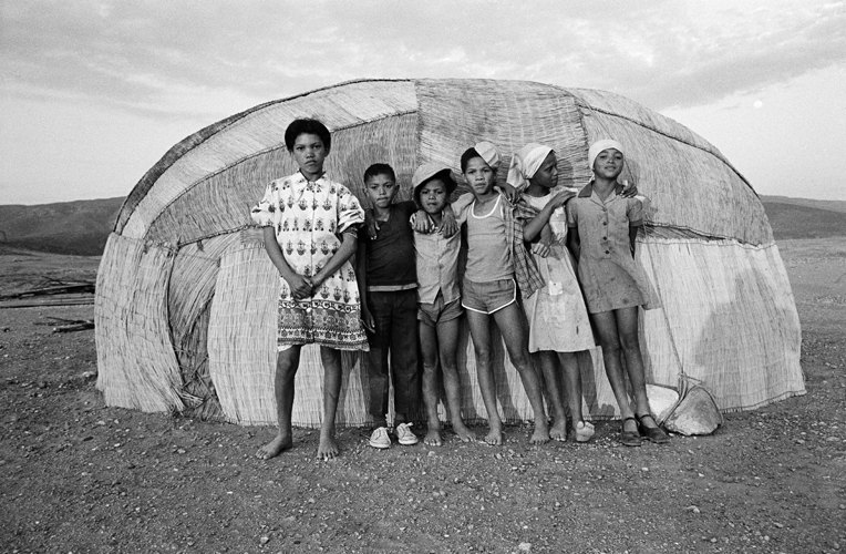 Photo of Children standing in front of Matjieshuis, Namaqualand, 1987